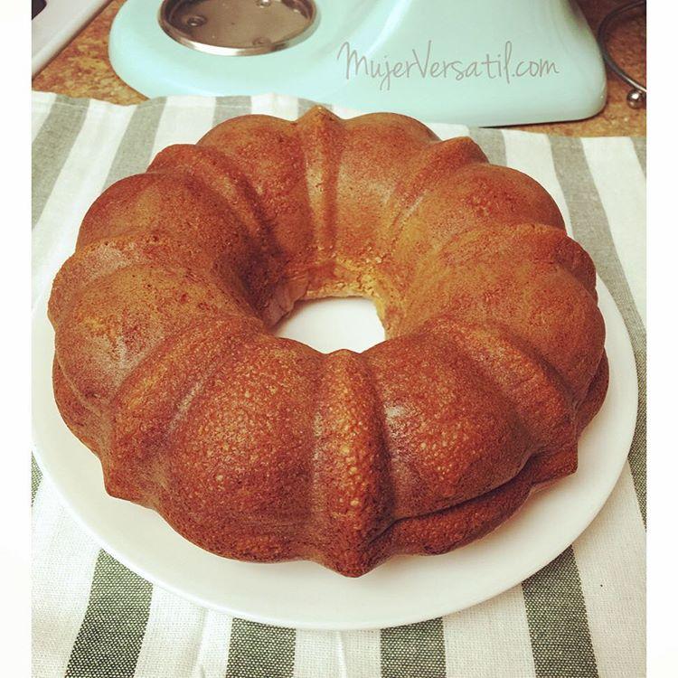 Recién salida del horno torta casera, la preferida de mi esposo. #cake #food #foodporn #foodie #MujerVersatil #instafood